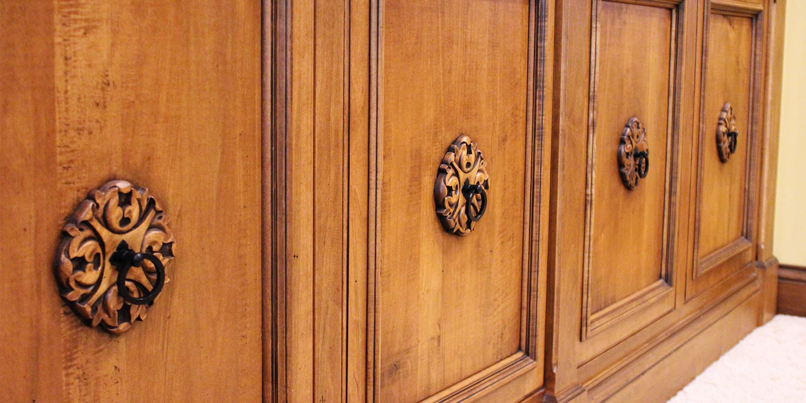 Bookcase detail picture